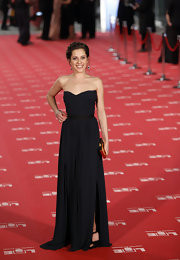 Maria Leon was the epitome of movie star glamour in this beautiful navy maxi dress.