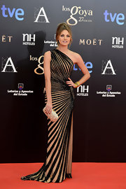 Amaia Salamanca once again looked amazing wearing a Zuhair Murad asymmetrical striped gown at the 2013 Goya Cinema Awards.
