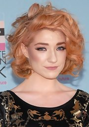 Nicola added some volume to her colored locks with large barrel curls.