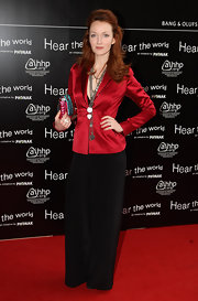 Olivia knows how to wear a blazer! Here she sports a tailored red satin blazer with black pants and statement necklaces.