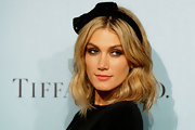 Delta Goodrem looked stylish and chic with a soft wavy 'do, which she paired with a bow headband.