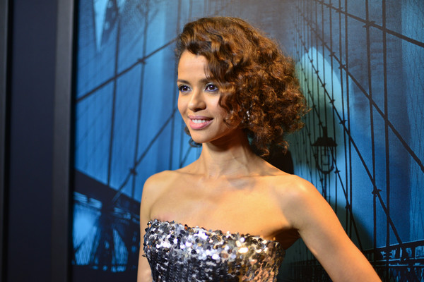 Gugu Mbatha-Raw Curled Out Bob [warner bros pictures,motherless brooklyn,hair,beauty,lady,hairstyle,fashion,ringlet,model,shoulder,lip,blond,red carpet,gugu mbath-raw,california,los angeles,premiere of warner bros pictures motherless brooklyn,premiere]