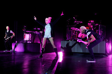 Gwen Stefani Adrian Young No Doubt Performs At Gibson Amphitheater