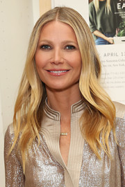 Gwyneth Paltrow got all prettied up with this long wavy 'do for her book signing at Williams-Sonoma.