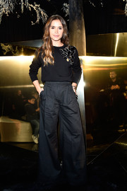 Miroslava Duma teamed her sweater with super-flared dark-gray pants.