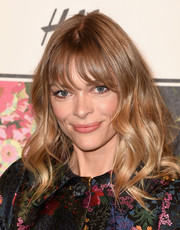 Jaime King wore her hair in high-volume waves with wispy bangs at the Erdem x H&M runway show.