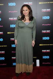 Kathy Najimy's long-sleeve maxi dress gave her a boho chic look on the red carpet.