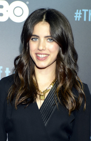 Margaret Qualley wore her locks down with a center part and pretty waves during the 'Leftovers' season 2 premiere.