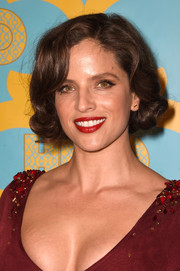 Noa Tishby looked adorably chic wearing this curly bob at the HBO Golden Globes party.