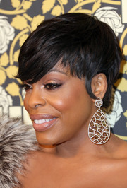 Niecy Nash looked oh-so-hip with her emo bangs at the HBO Golden Globes post-party.