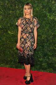Dianna looked beautifully mature in this floral beaded dress with a cinched butterfly waist at 'Vogue' fete.