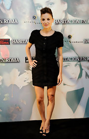 Spanish Actress Elena Anaya showed off her petite figure in a button up black dress. She paired her simple yet classic look with a a pair of t-strap heels.