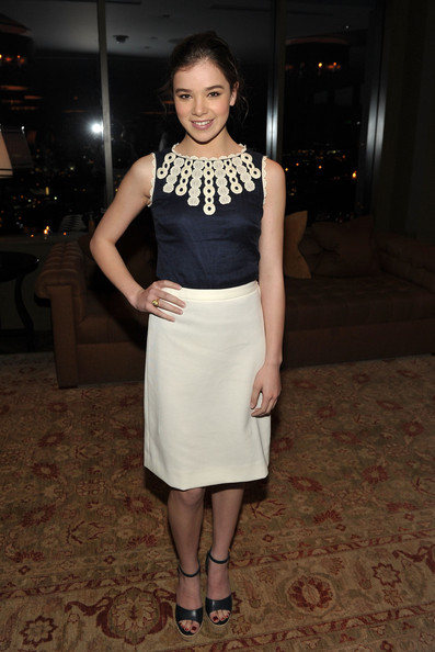 Hailee Steinfeld Cocktail Dress [instyles dinner with a designer,fashion model,clothing,beauty,footwear,lady,fashion,flooring,dress,girl,cocktail dress,editor,ariel foxman,hailee steinfeld,tory burch,soho house,ca,west hollywood,instyle,the council of fashion designers of america celebrate tory burch]