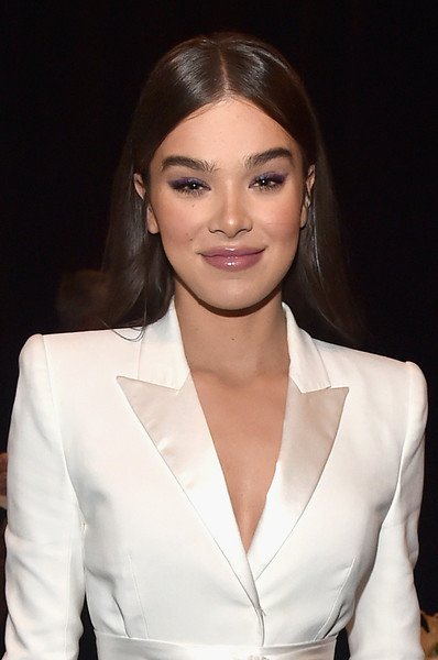 Hailee Steinfeld Long Straight Cut [paramount pictures presentation highlighting,hair,hairstyle,eyebrow,beauty,lip,skin,fashion,chin,forehead,suit,hailee steinfeld,caesars palace,the colosseum,nevada,las vegas,cinemacon 2018,paramount pictures presentation highlighting its,beyond,convention]