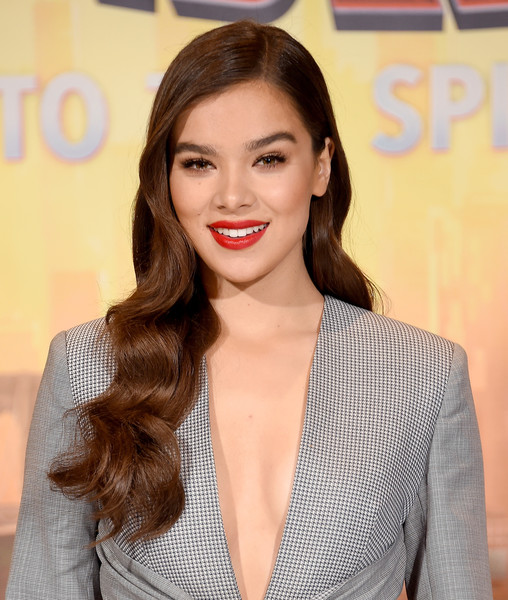 Hailee Steinfeld Red Lipstick [spider-man: into the spider-verse,hair,face,lip,hairstyle,eyebrow,skin,beauty,long hair,brown hair,chin,hailee steinfeld,photo call,los angeles,beverly hills,california,four seasons hotel,sony pictures releasing]
