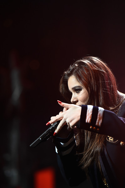 Hailee Steinfeld Red Nail Polish [performance,singer,music artist,music,singing,microphone,performing arts,musician,pop music,concert,hailee steinfeld,washington d.c.,verizon center,hot 99.5,capital one,jingle ball 2015 - show]