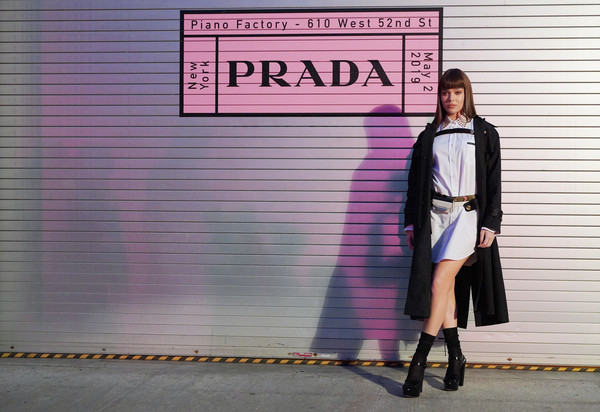 Hailee Steinfeld Trenchcoat [pink,street fashion,clothing,fashion,snapshot,purple,outerwear,footwear,knee,dress,hailee steinfeld,prada resort 2020 fashion show,prada resort 2020,prada headquarters,new york city,fashion show]