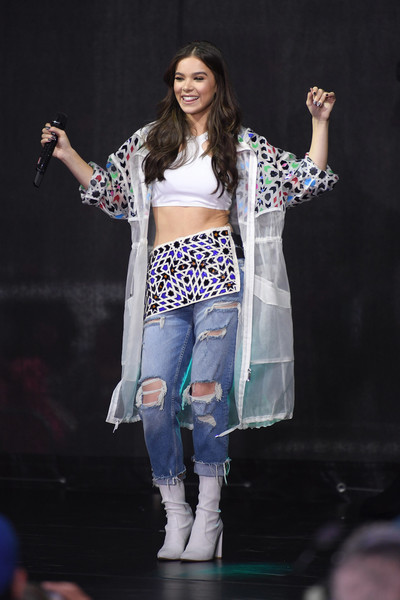 Hailee Steinfeld tied her outfit together with a pair of white mid-calf boots by Stuart Weitzman.