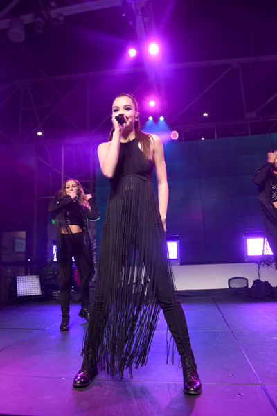 Hailee Steinfeld Fringed Top [performance,entertainment,performing arts,stage,event,concert,music artist,performance art,public event,fashion,youtube space la,billboard music awards,elle present women in music,california,los angeles,hailee steinfeld,elle present women in music]