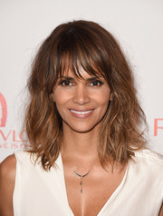 Halle Berry wore messy waves with wispy bangs during a Women Cancer Research celebration.