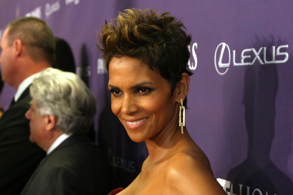 Halle Berry Fauxhawk [hair,hairstyle,beauty,fashion,forehead,event,blond,premiere,black hair,dress,pantene,red carpet,bet,bet honors,honors,washington dc,warner theatre,halle berry]