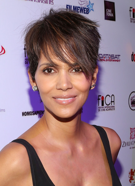 Halle Berry Layered Razor Cut [halle berry,hair,face,hairstyle,chin,eyebrow,lip,shoulder,black hair,bangs,pixie cut,acapulco,mexico for closing of 9th annual acapulco film festival,closing,party,acapulco film festival]