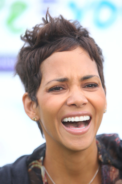 Halle Berry Messy Cut [hair,face,eyebrow,facial expression,smile,hairstyle,forehead,tooth,chin,skin,halle berry celebrity golf classic with grey goose,celebrity golf classic,california,los angeles,wilshire country club,halle berry,grey goose]