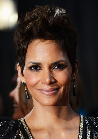 More Pics of Halle Berry Spiked Hair (14 of 40) - Short Hairstyles ...