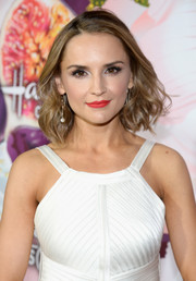 Rachael Leigh Cook brightened up her face with a swipe of red-orange lipstick.