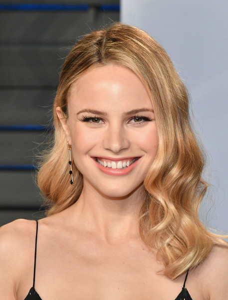 Halston Sage Medium Wavy Cut [oscar party,vanity fair,hair,face,hairstyle,blond,eyebrow,chin,beauty,lip,layered hair,smile,beverly hills,california,wallis annenberg center for the performing arts,radhika jones - arrivals,radhika jones,halston sage]