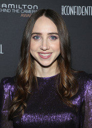 Zoe Kazan attended the 2018 Hamilton Behind the Camera Awards wearing this center-parted wavy 'do.