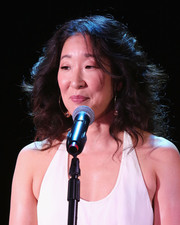 Sandra Oh sported a voluminous curly hairstyle at the Hamilton Behind the Camera Awards.