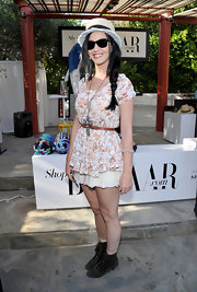 A fun floral frock gave Katy Perry a flirty hippie-inspired look at Coachella.