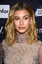 Hailey Baldwin sported face-framing shoulder-length waves at the Harper's Bazaar Icons event.