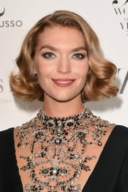 Arizona Muse kept it short and sweet with this curled-out bob at the Harper's Bazaar Women of the Year Awards.