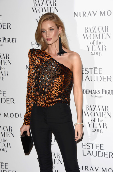 Rosie Huntington-Whiteley accessorized with a simple black box clutch at the Harper's Bazaar Women of the Year Awards.