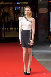 Lily Donaldson was a leggy beauty in this artsy two-tone dress.