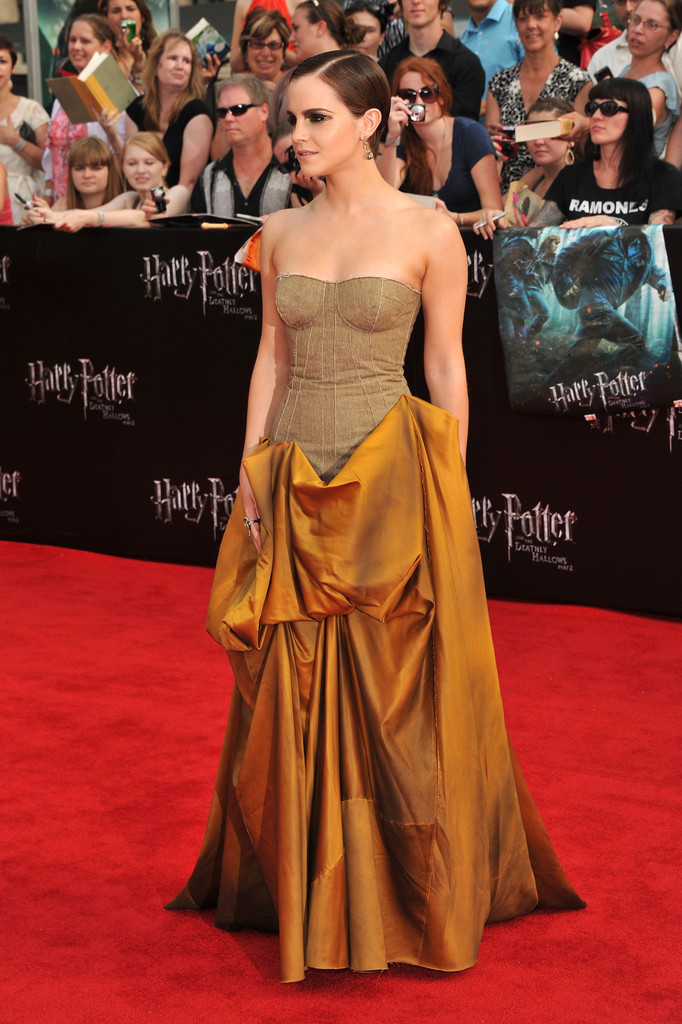 "Actress Emma Watson attends the New York premiere of ""Harry Potter And The Deathly Hallows: Part 2"" at Avery Fisher Hall, Lincoln Center on July 11, 2011 in New York City."
