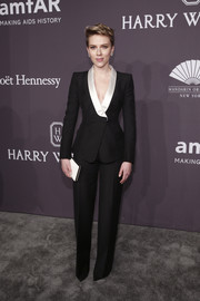 Scarlett Johansson styled her suit with a sleek white box clutch.