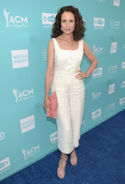 Andie MacDowell injected an extra pop of color with a textured pink patent clutch.