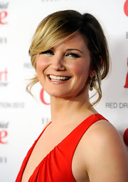 Jennifer Nettles wore her hair in an adorable updo with long side-swept bangs and soft face-framing tendrils.