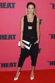 Jesinta looked edgy and modern in this sleeveless black jumpsuit that featured cool harem pants.