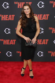 Brooke Shields wore black pointy pumps featuring wide ankle straps with her LBD for a classy and timeless finish.