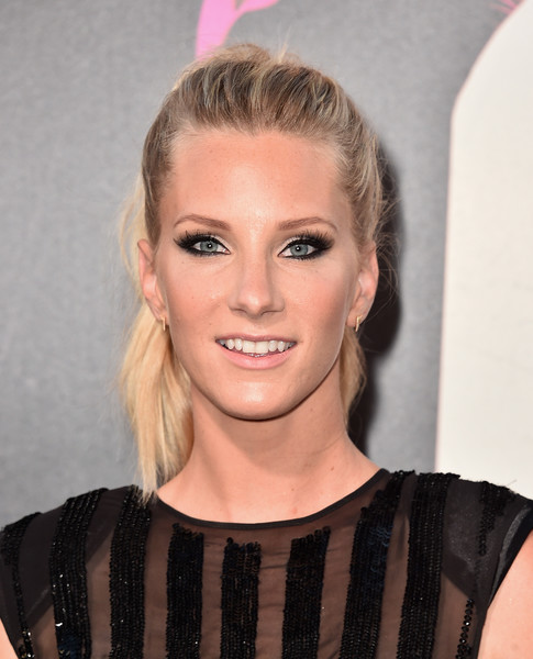 Heather Morris Ponytail [hair,face,hairstyle,blond,eyebrow,lip,beauty,head,chin,forehead,arrivals,heather morris,california,hollywood,tcl chinese theatre,warner bros. pictures,war dogs,premiere,premiere]