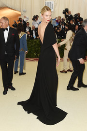Karlie Kloss went for sultry elegance in a backless black gown by Brandon Maxwell at the 2018 Met Gala.