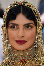 Priyanka Chopra swiped on some glitter eyeshadow to match her bedazzled headpiece at the 2018 Met Gala.