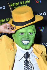 Kat Graham did a perfect impression of Jim Carrey's character from 'The Mask' with this yellow fedora and suit combo at Heidi Klum's 19th annual Halloween party.