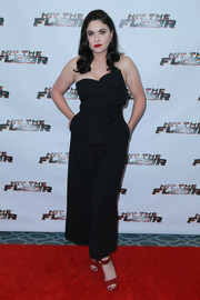 Jodi Lyn O'Keefe styled her look with red ankle-strap peep-toes.