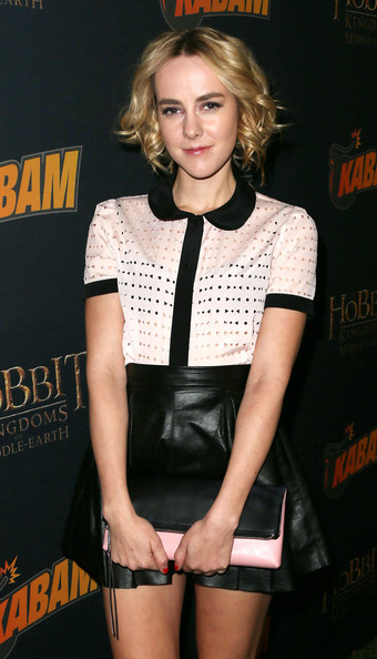 Jena Malone arrived for the 'Hobbit' game launch carrying a black and pink foldover clutch by Coach.