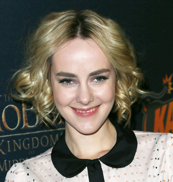 Jena Malone looked adorable with her short curls at the 'Hobbit' game launch.